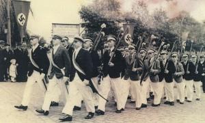 Schüztenfestumzug im Zeichen des Hakenkreuzes in der Altstsadt 1938