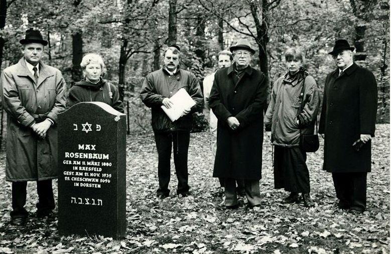 Ersatz für den verschwundenen Grabsteins Max Rosenbaums; Bilderklärung am Ende des Artikels
