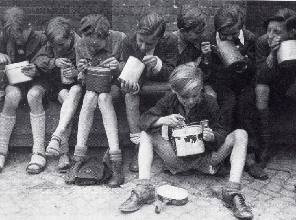Schulspeisung in Dorsten 1948
