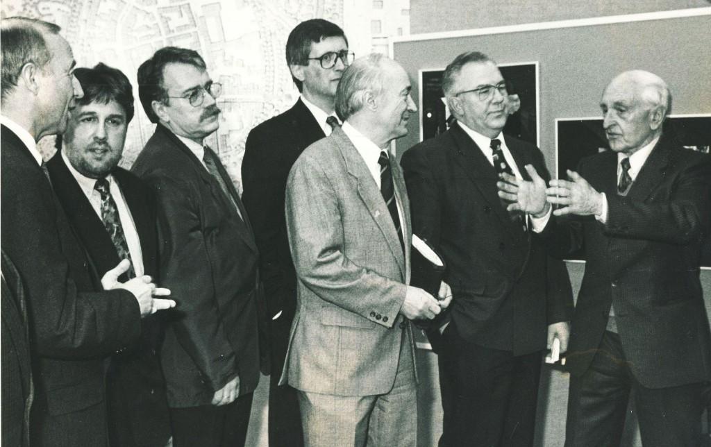 Ausstellungseröffnung mit Bildern Ludwig Maduschkas (r.) in der Volksbank