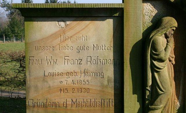 Grab der Gründerin auf dem Friedhof in Wulfen