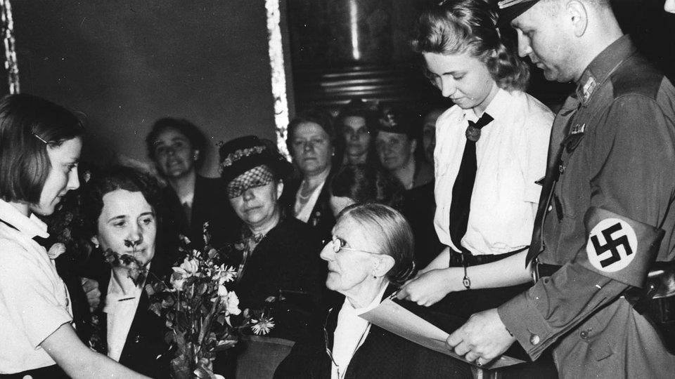 Verleihung des von Hitler gestifteten Mutterkreuzes