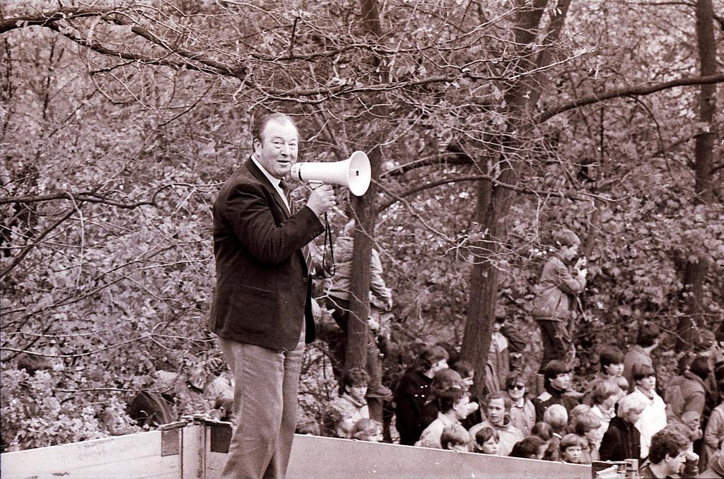 Bernhard Loick als Moderator einer LKW-Wette in Lembeck, MItte der 1980er-Jahre; Foto: privat