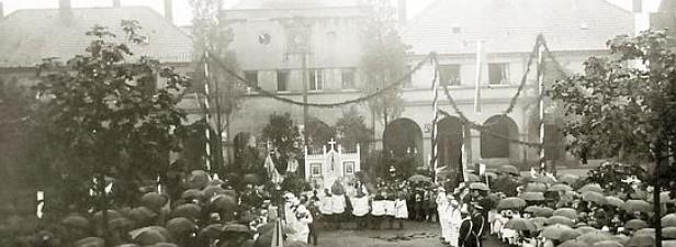 Fronleichnamsprozession am Brunnenplatrz in Hervest in den 1930er-Jahren