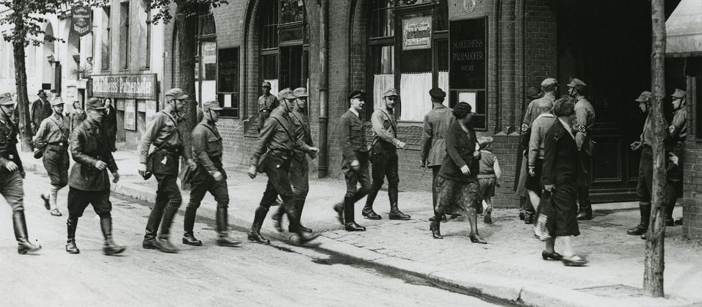 Zerschlagung der Gewerkschaften 1933, SA besetzt ein Gew2erkschaftsbüro