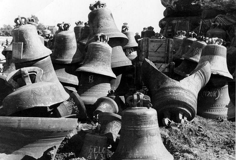 Glockenfriedhof im Hamburger Freihafen, fotografiert 1947 (Bundesarchiv)