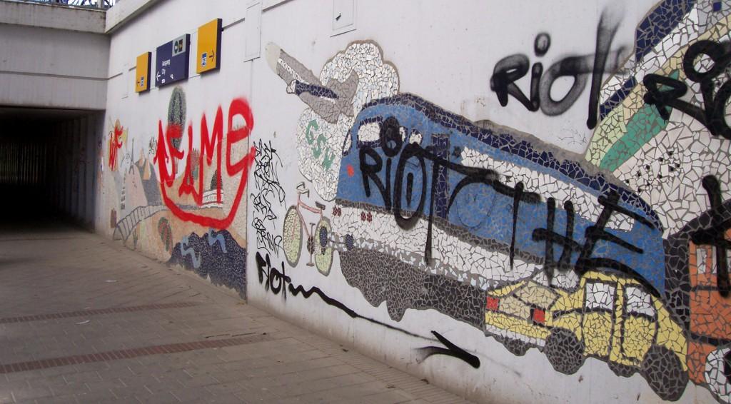 Wilde Grafitti in der Unterführung am Bahnhof 2011; Foto: Wolf Stegemann