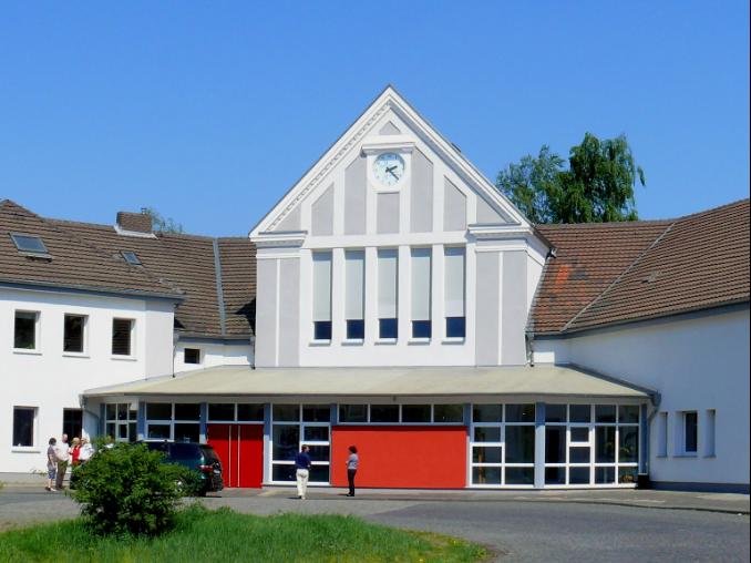 Der umgebaute alte Hervester Bahnhof ist heute Kirche und Gemeindehaus
