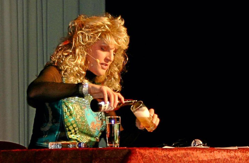 Die Kabarettistin Sia Korthaus hielt 2011 mit 270 Besuchern einen Rekord (DZ)