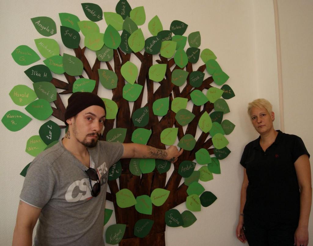 Jeder Drogentote in Dorsten bekommt ein Gedenkblatt am Lebensbaum; Foto: Klaus-Dieter Krause