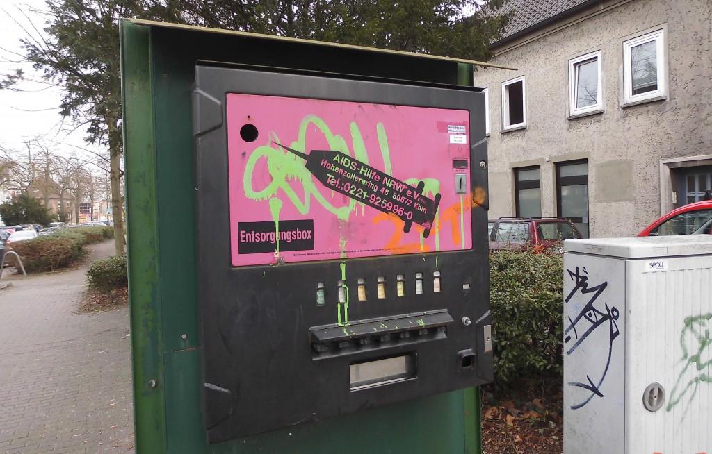 Öffentlicher Entsorgungsautomat für Drogenspritzen Klosterstraße/Ecke Westgraben; Foto: Wolf Stegemann