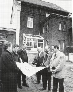 Planung: von links Wolf Stegemann (Vorstand), -?-, Statiker Cosanne, Vertreter Bauamt, Architekt, Bauamtleiter