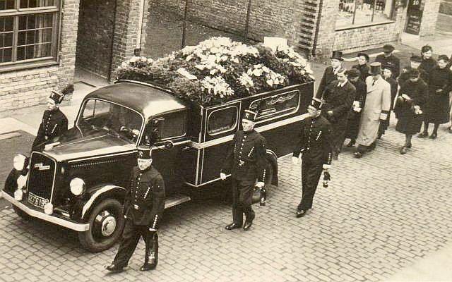 Beerdigungszug um 1958 in Hervest (Timmermann)