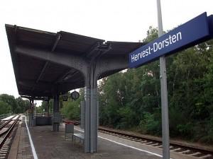 Die Bahngleise des Bahnhofs
