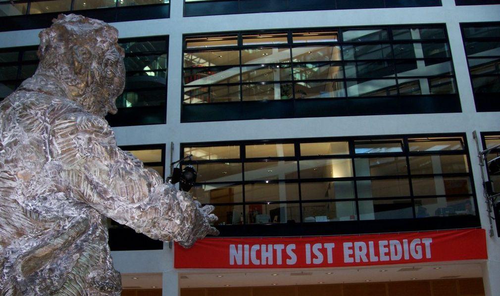 Zukunftsweisend andeutend: Willy-Brandt-Haus Berlin; Foto: Wolf Stegemann