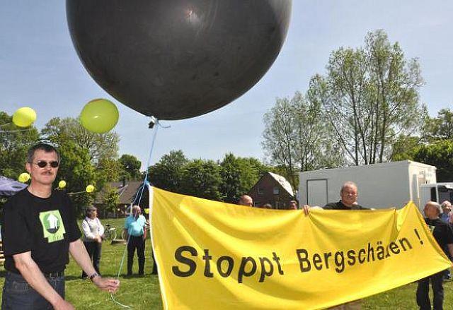 """Bergschäden-Protest der Altendorfer mit er Aktion """"Schandzeichen"""" 2015; Foto Fehmer (DZ)"""