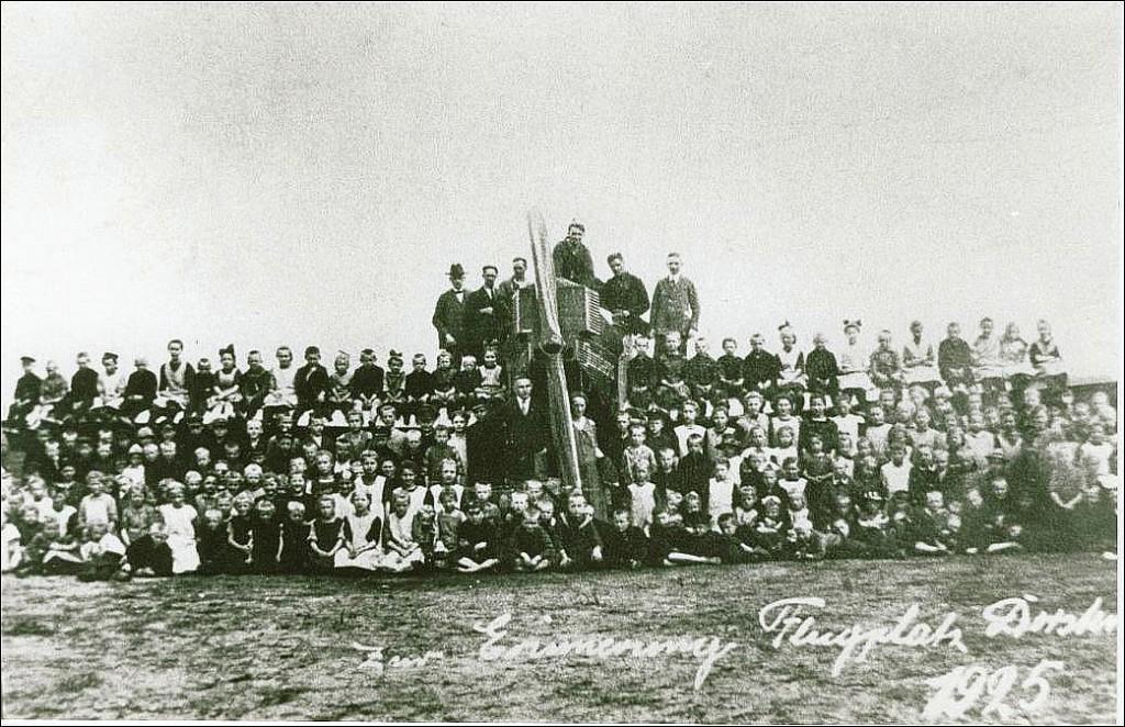Dorstener Schulklasse am Flughafen Erler Heide 1925