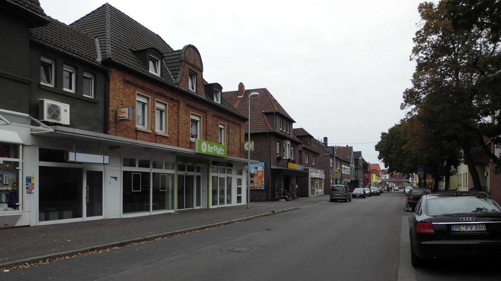 """Die Straße """"Im Harsewinkel"""" 2014; viele Leerstände; Foto: Wolf Stegemann"""