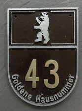 Goldene Hausnummer in Ostberlin (DDR)