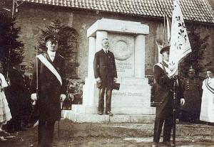 Einweihung des Kriegerdenkmals in Holsterhausen 1922