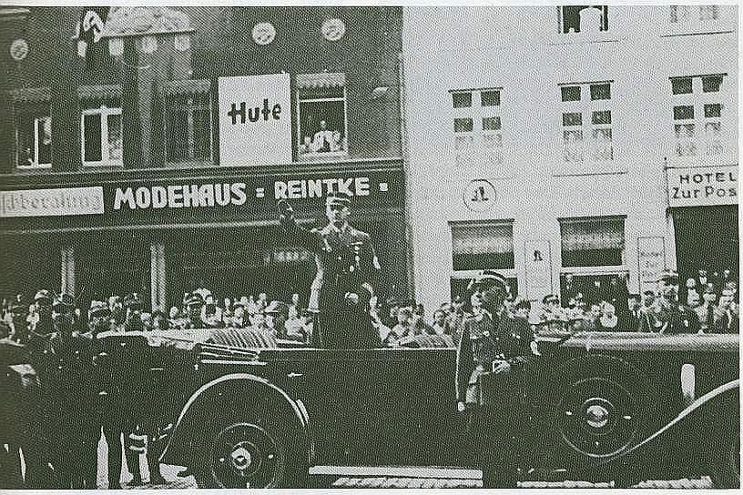 SA-Stabschef Lutze am Marktplatz