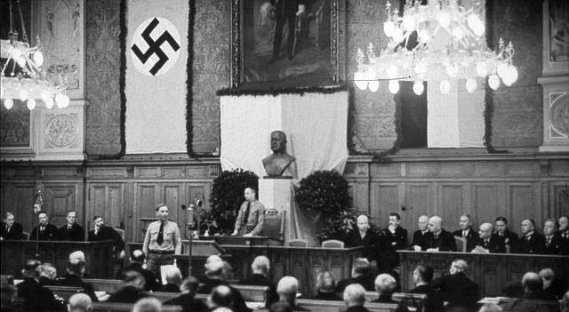 Eröffnung des 79. Westfälischen Provinziallandtags am 10. April 1933 unterm Hakenkreuz (Freiherr-vom-Stein-Platz, historischer Plenarsaal)