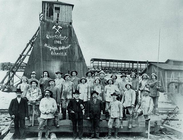 Lang lang ist's her: Teufmannschaft von Auguste Victoria 1905; RAG-Archiv