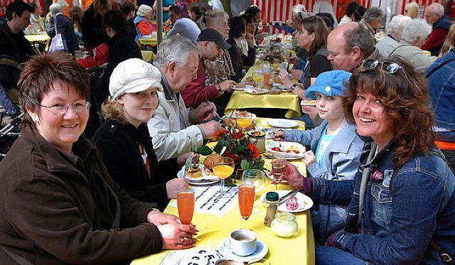 """Vernstaltung """"Marktfrühstück"""" immer gut besucht; Foto: R. Pieper"""