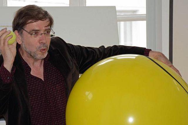 Christian Gruber bei der Demonstration seiner Idee