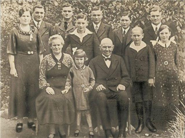 Großelterngeneration mit Heinrich und Josephine Schürmann um 1930; Foto: privat