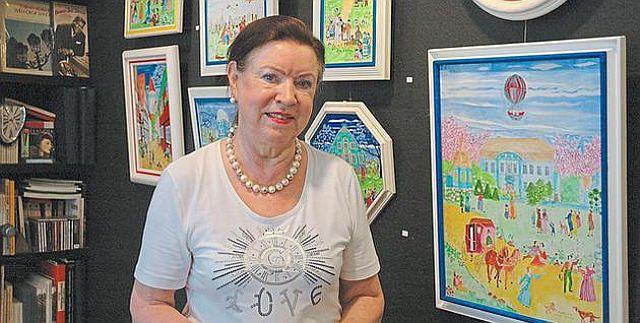 Elsbeth Schulze Tenberge in ihrer Ausstellung in Epe; Foto:
