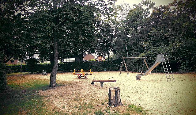 Spielplatz an der Breslauer / Ecke Antoniusstraße in Holsterhausen; Foto: Wolf Stegemann