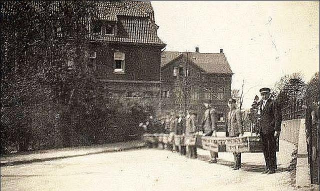 Eisetzen der Tauben am Bahnhof Hervest-Dorsten 1930