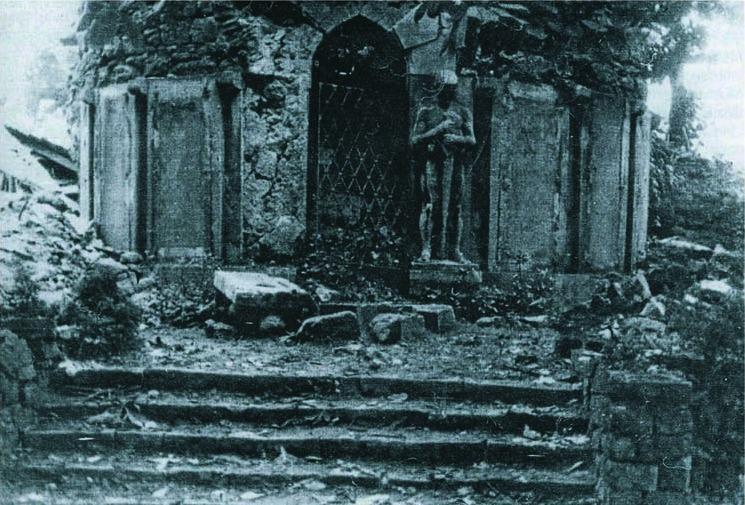 Zerstörte Kriegergedenkstätte am Westgraben 1945