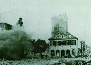 Ruinensprengung am Marktplatz nach der Bombardierung