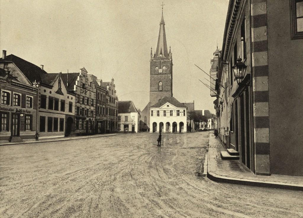 Marktplatz 1910 mit dem Alten Rathaus