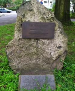 Denkmal Rybniker Heimattreffen am Rathaus; Foto: Wolf Stegemann