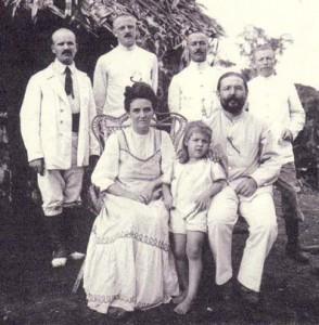 Familie 1912: vorne: Johanna, Hanni und Wihlelm Diehl
