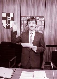 Dr. Backherms wird als Wahlbeamter vereidigt