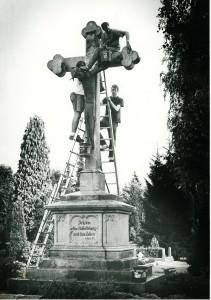 Renovierung am Kreuz des ev. Friedhofs an der Gladbecker Straße