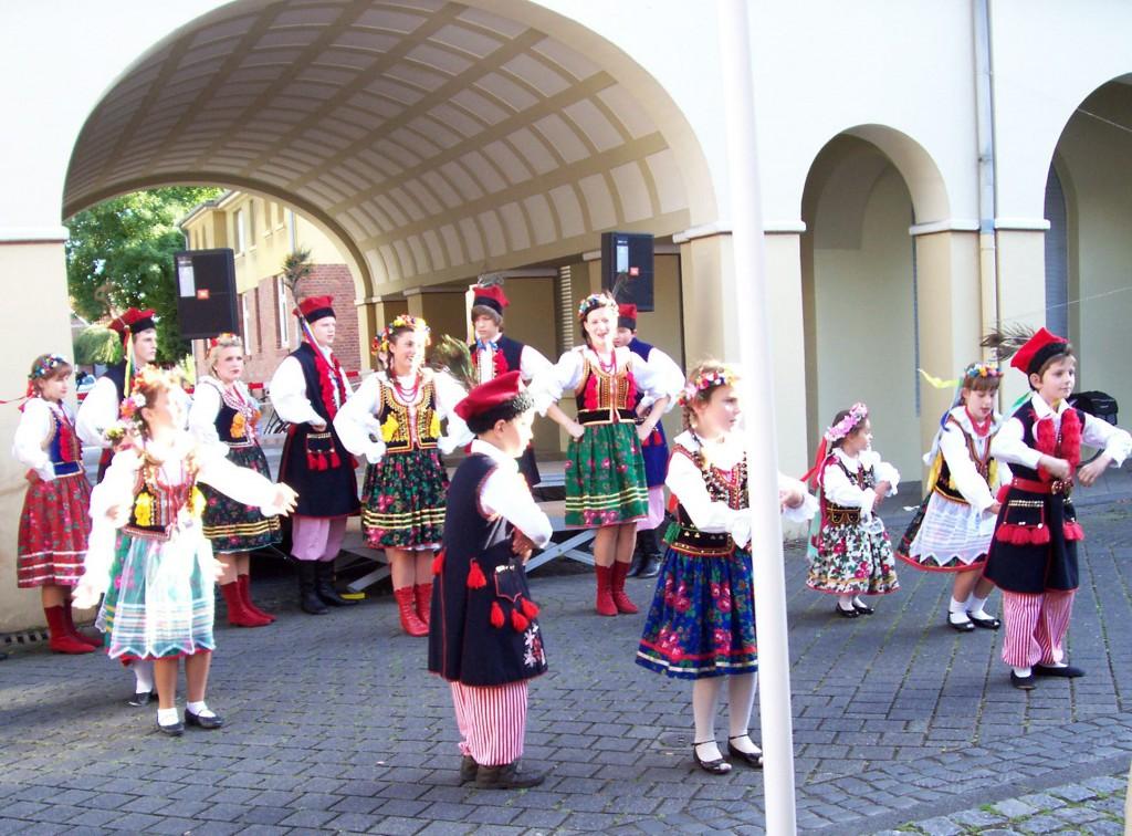 Tanzgruppe aus dem Banat; Foto: Wolf Stegemann