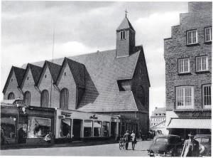 Franziskanerkirche mit Blick vom Marktplatz vor 1970