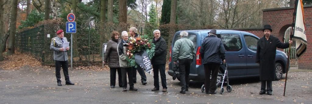 """Frundsberger""-Angehörige am Holsterhausener Waldfriedhof"