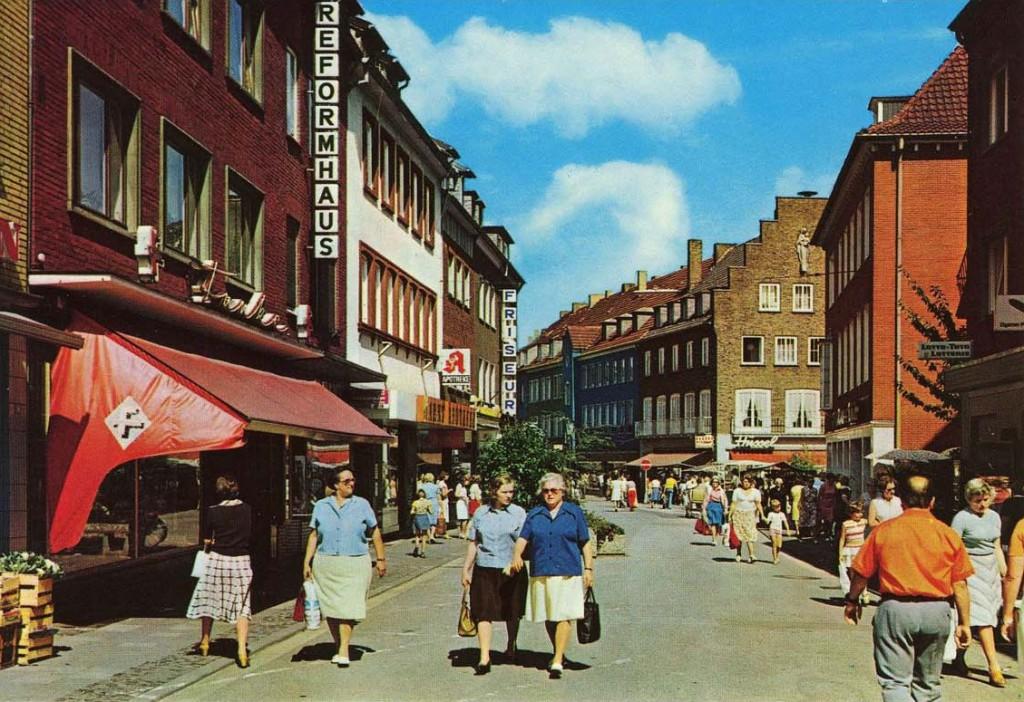 Essener Straße Richtung Lippestraße kurz nach Sperrung des Autoverkehrs