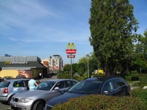 McDonald am Busbahnhof; Foto: Wolf Stegemann