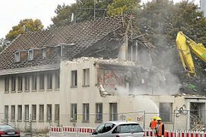 Abriss des Gebäudes am Westwall 2013; Foto: Holger Steffe