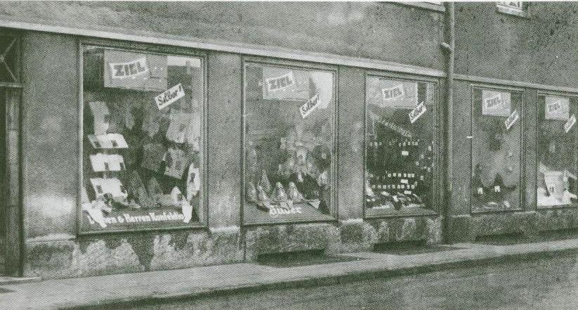Schaufenster Silber in der Burgsdorffstraße in Hervest-Dorsten (später Ilse)