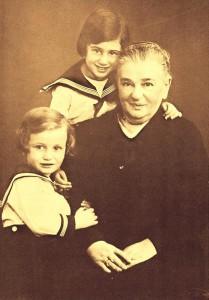 Amalie Perlstein mit Enkelkindern Ursel und LIesel