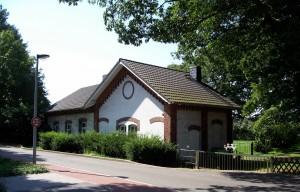 Ehermaliges Pförtnerhäuschen, heute Wohnhaus, Rest des Keramtwerks; Foto: Wolf Stegemann