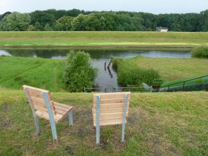 Stühle am Schölzbach; Foto: privat